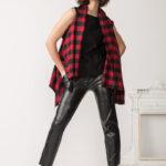 casacca in check a quadri rosso e nero realizzata con lana di riciclo