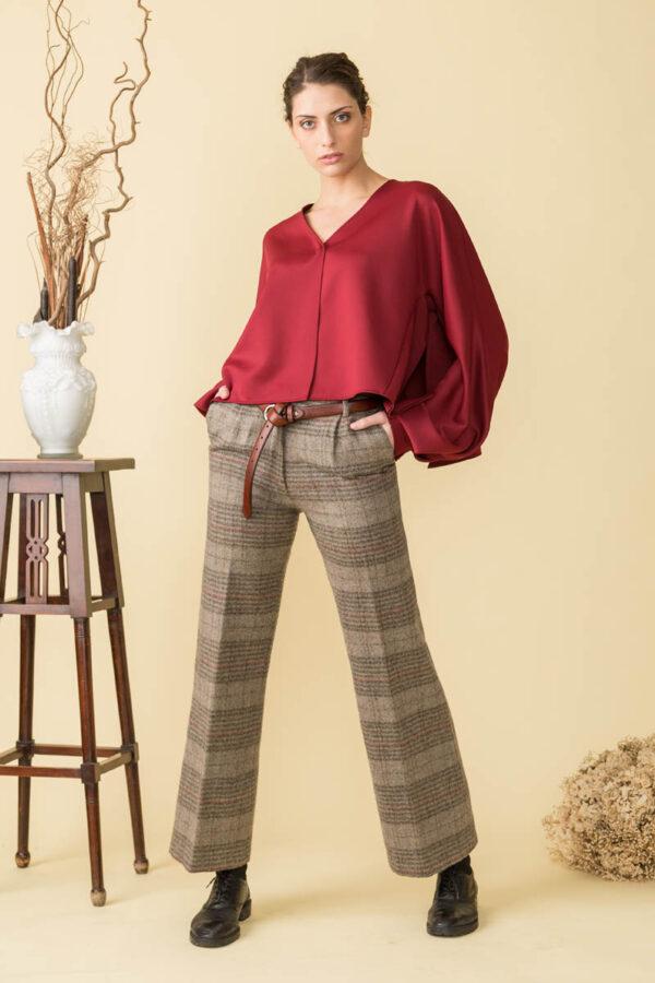 ECO-SUSTAINABLE FASHION ed è un pantalone realizzato con lana di riciclo