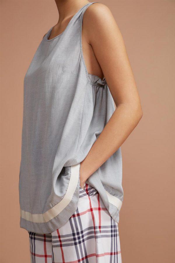 top pensato per le calde e lunghe giornate estive, realizzato in cotone leggerissimo
